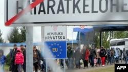 Мигранты на венгерско-хорватской границе, 30 сентября 2015 года.