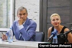 Марія Колесникова і член президії Коордради Павло Латушко на пресконференції Координаційної ради