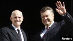 Нахуствазири Юнон Георгий Папандреу ва раиси ҷумҳурии Украина Виктор Янукович