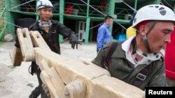 Сотрудники спасательных служб на учениях. Иллюстративное фото.