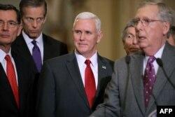 Майк Пенс встречается с законодателями на Капитолийском холме