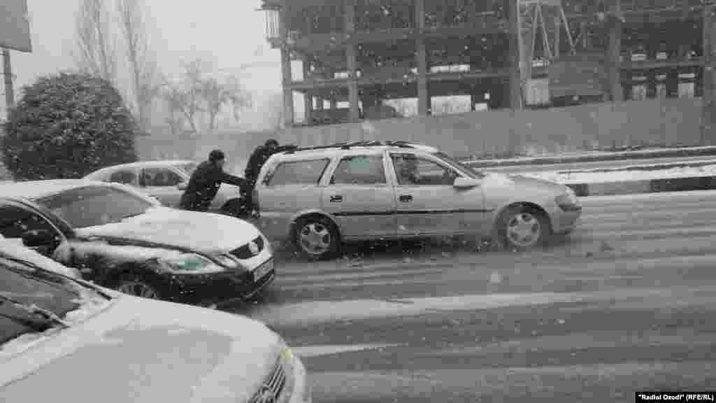 Snowy, icy roads in Dushanbe, Tajikistan made it tough going for motorists.
