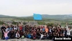 ATR qırımtatar telekanalınıñ hadimleri Eski Kermende