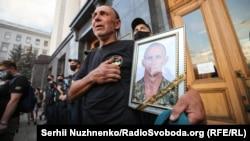 Сергій Журавель, батько Ярослава Журавля, який загинув під Зайцевим на Донбасі, намагаючись забрати із «сірої зони» тіло свого загиблого командира