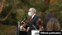Премьер-министр Никол Пашинян выступает перед жителями города Берд