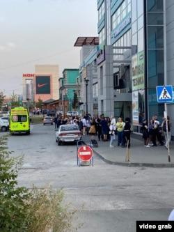 Скорая на месте нападения на фанатов аниме, Новосибирск, 29 августа