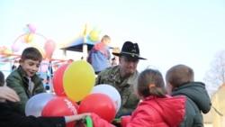 Військові США допомогли облаштувати дитячий майданчик на Львівщині