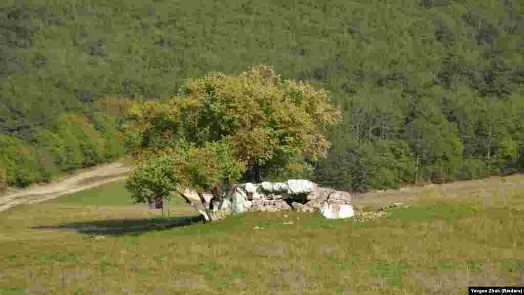 На поле рядом с теплицами – ДОТ №65