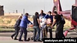 Раненный в Шуши российский военный корреспондент Юрий Котенок перевозится из Степанакерта в Ереван
