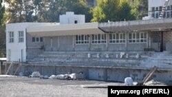 Незаконченная трибуна стадиона, ноябрь 2020 года
