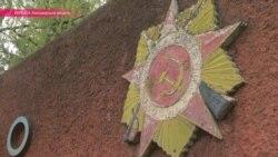 Народ Коростеня против сноса советских идолов