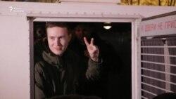 """Сотни активистов пришли в суд по делу """"Сети"""" в Петербурге"""