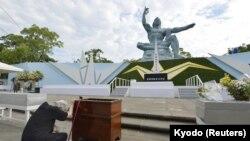 Статуя в Парке мира, Нагасаки