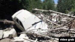 Автомашина, снесенная селевым потоком. Талгарский район, 18 июля 2014 года