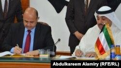 محافظ البصرة ماجد النصراوي يوقع عقداً مع مدير الشركة الوطنية الكويتية للتنظيف.