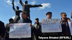 Новосибирск. Водители большегрузных автомобилей провели акцию протеста. 15 апреля 2017