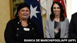 Nanaia Mahuta, Új-Zealand külügyminisztere (b) Jacinda Ardern miniszterelnökkel 2020. február 28-án, amikor Mahuta még a maori ügyekért felelt a kormányban, miniszteri rangban.