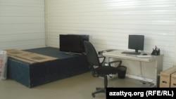 Caspiy Electronics зауытының қоймасы. Ақтау, 9 қазан 2013 жыл.