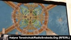 Розписи, які ще були в церкві Успіння Богородиці у Славському за станом 14 травня 2019 року. Ця церква із 1994 року є пам'яткою місцевого значення