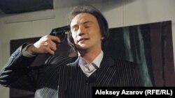 «Қонақ үй» спектаклінде ойнаған актер Арлан Қасиманов. Алматы, 18 наурыз 2015 жыл.