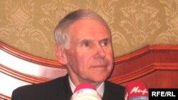 Уилям Феллон дар нишасти хабарӣ дар шаҳри Душанбе, 6 ноябри соли 2007.