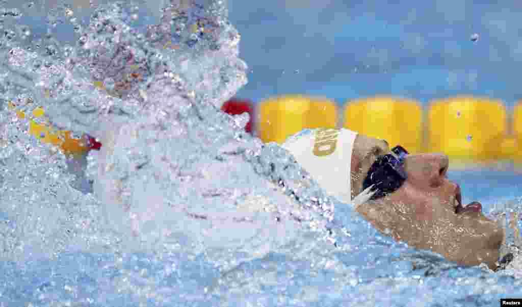 Катинка Хошсу из Венгрии на пути к золотой медали и мировому рекорду в комплексном плавании на 400 метров