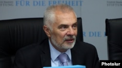 Armenia - Piotr Switalski, the head of the EU Delegation in Armenia, speaks at an economic forum in Yerevan, 20Oct2016.