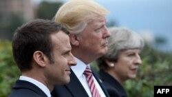 """Франция президенті Эммануэль Макрон (солдан оңға), АҚШ президенті Дональд Трамп және Ұлыбритания премьер-министрі Тереза Мэй """"үлкен жетілік"""" саммиті кезінде. Италия, 26 мамыр 2017 жыл."""