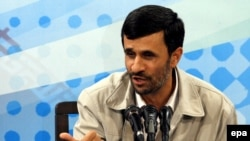 محمود احمدی نژاد اکنون با پیامدهای چالش بحران اقتصادی جهانی نیز مواجه است.(عکس:epa)