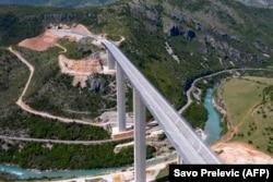 O porțiune din autostrada care va lega orașul Bar de pe coasta adriatică, de Serbia.