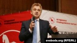 Старшыня АГП Анатоль Лябедзька на XVII зьезьдзе партыі