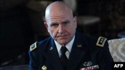 Генерал-лейтенант армії США Герберт Раймонд МакМастер (на фото) критикує підтримку Росією режиму в Сирії
