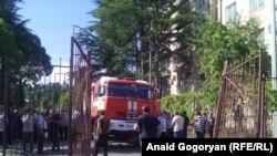 Штурм оппозицией здания МВД в Сухуми. 5 июля 2016 года