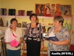 Рәсилә Гатауллина (с), Наталья Тарасова һәм педагог Екатерина Баженова
