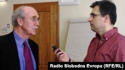 Šatak u razgovoru sa novinarom RSE Draganom Štavljaninom