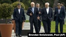 ظریف و تیم همراهش در جریان مذاکرات منتهی به توافق اولیه هستهای در لوزان سوئیس