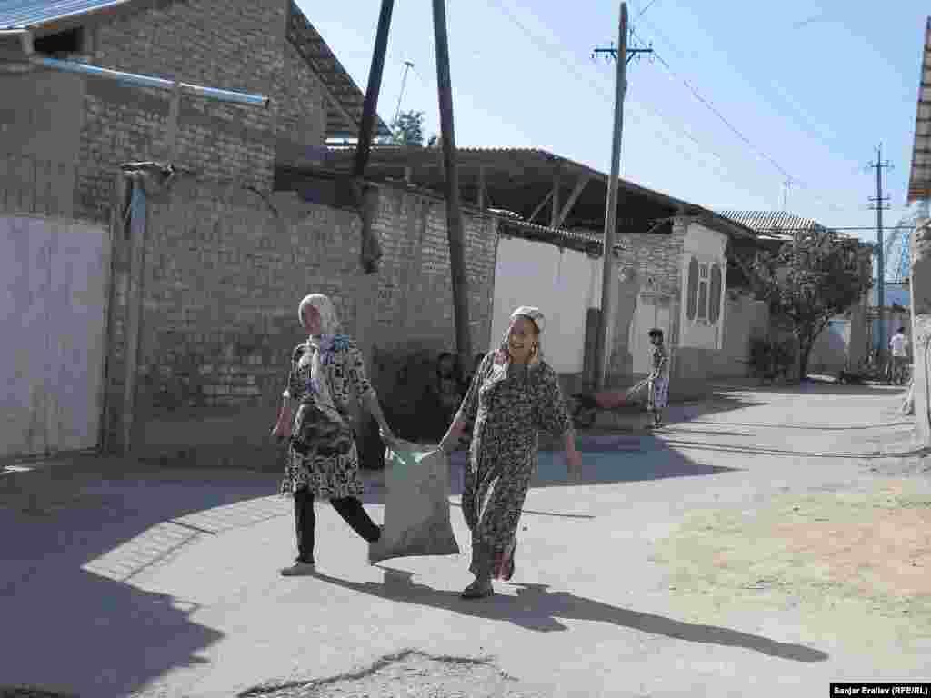 Таштак айылында үч миңден ашуун түтүн жашайт. Июнь коогасында 164 үй күйүп кеткен.