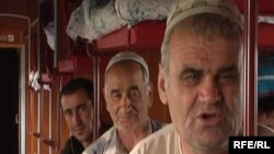 Russia--Dushanbe-Moscow train for Shakirov migrant story, Jun2009
