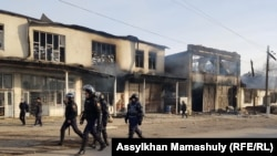 Спецназ на улице Масанчи на следующее утро после погромов.