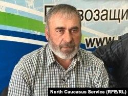 За прошедшие с момента убийства полгода Муртазали Гасангусейнов заметно сдал