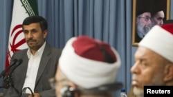 دیدار محمود احمدینژاد با شماری از چهرههای فرهنگی مصر در تهران