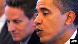 U.S. President Barack Obama (right) with Treasury Secretary Timothy Geithner (file photo)