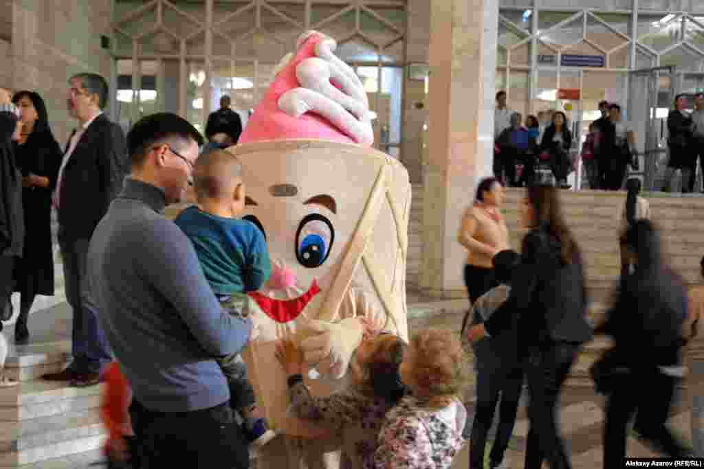 Многие на «Ночь музеев» приходят с детьми. Чтобы они не скучали, ЦГМ приглашает аниматоров.