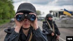 Украинский военнослужащий в Славянске. Будущее по-прежнему неясно
