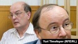 Андрей Ерофеев (уңда) һәм Юрий Самодуров