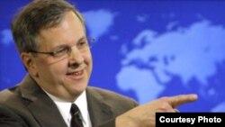ایان کلی، سخنگوی وزارت امور خارجه آمریکا می گوید:ايران بايد به جهان نشان دهد كه عضوى «مسئوليت پذير» در جامعه جهانى است.