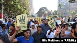 Egjipt - Mbështetësit e Vëllazërisë Myslimane, gjatë protestave në Kajro, Dhjeor 2013