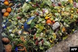 A franciaországi Méthavalor-gyárban tárolt élelmiszer-hulladék, amelyből metánt állítanak elő, mielőtt üzemanyaggá alakítanák a GNVert, a francia GDF Suez-csoport leányvállalata számára