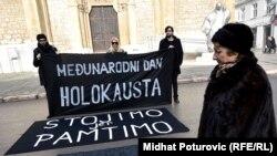 Transparent ispred katedrale povodom Međunarodnog dana sjećanja na žrtve holokausta, Sarajevo, 2016.