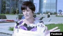 Гражданский активист Наталья Уласик проводит акцию протеста. Иллюстративное фото.